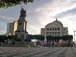 Praça São Sebastião mit dem Opernhaus